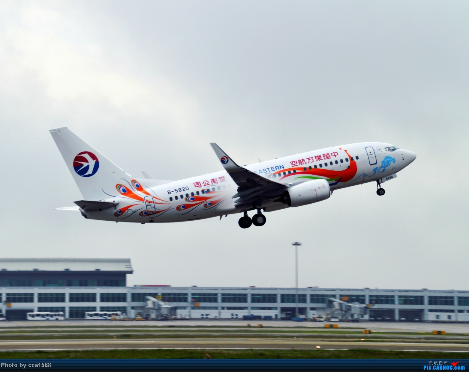 Re:[原创]4.26FOC拍机--烂天出好机,各种奇葩货~~ BOEING 737-700 B-5820 中国福州长乐机场