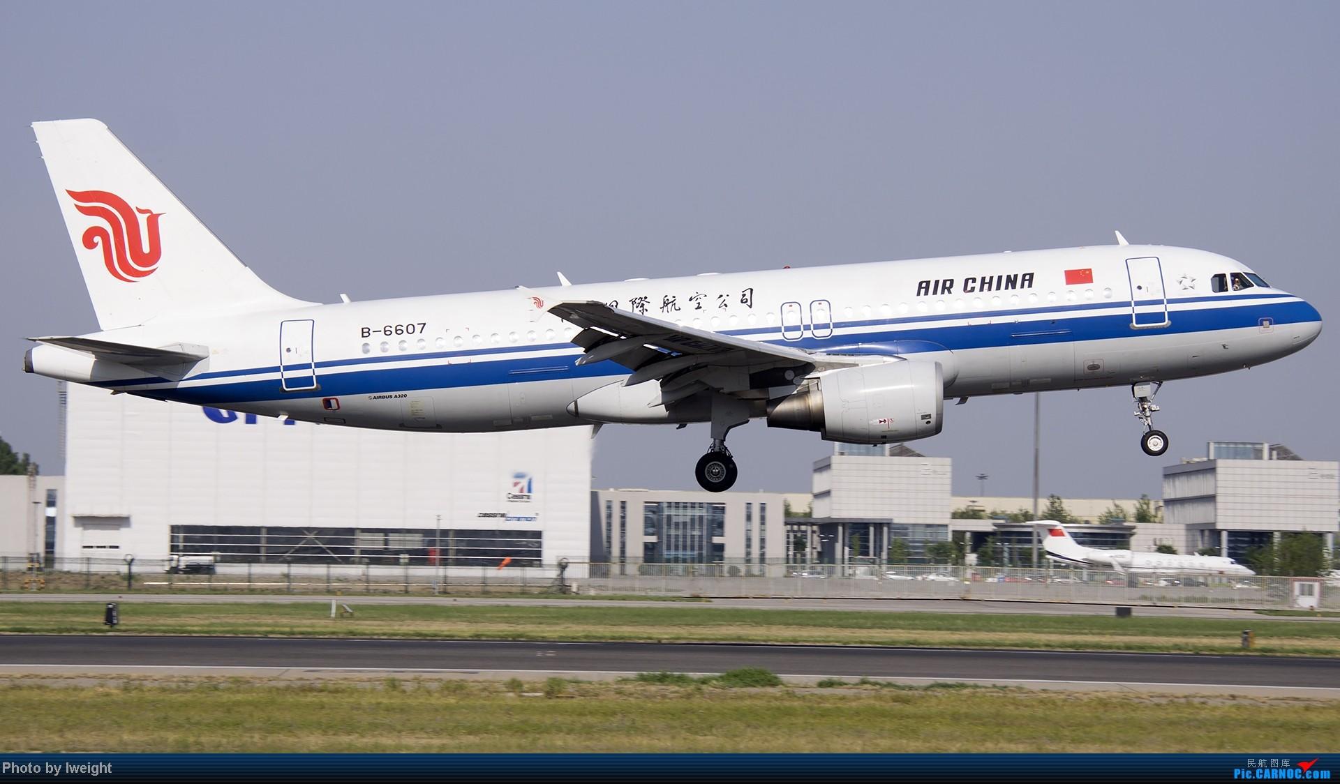 Re:[原创]5月12日PEK好天从01→19→18R AIRBUS A320-200 B-6607 中国北京首都机场
