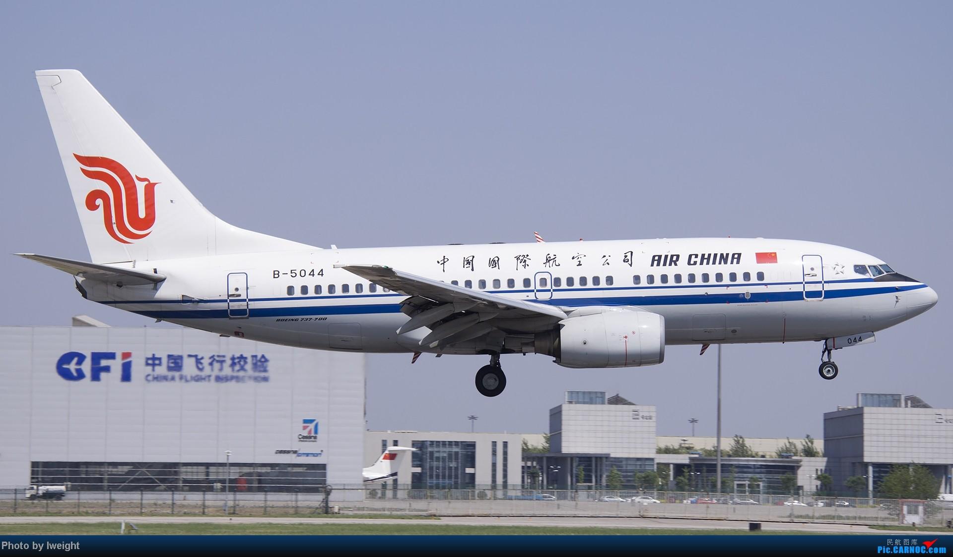 Re:[原创]5月12日PEK好天从01→19→18R BOEING 737-700 B-5044 中国北京首都机场