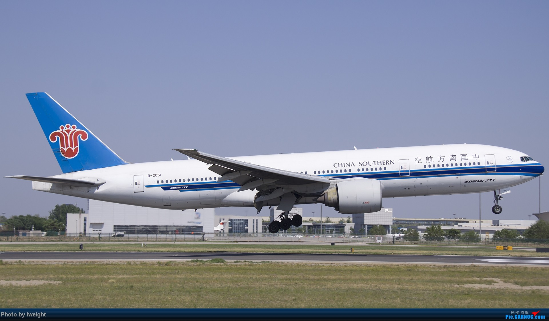 Re:[原创]5月12日PEK好天从01→19→18R BOEING 777-200 B-2051 中国北京首都机场