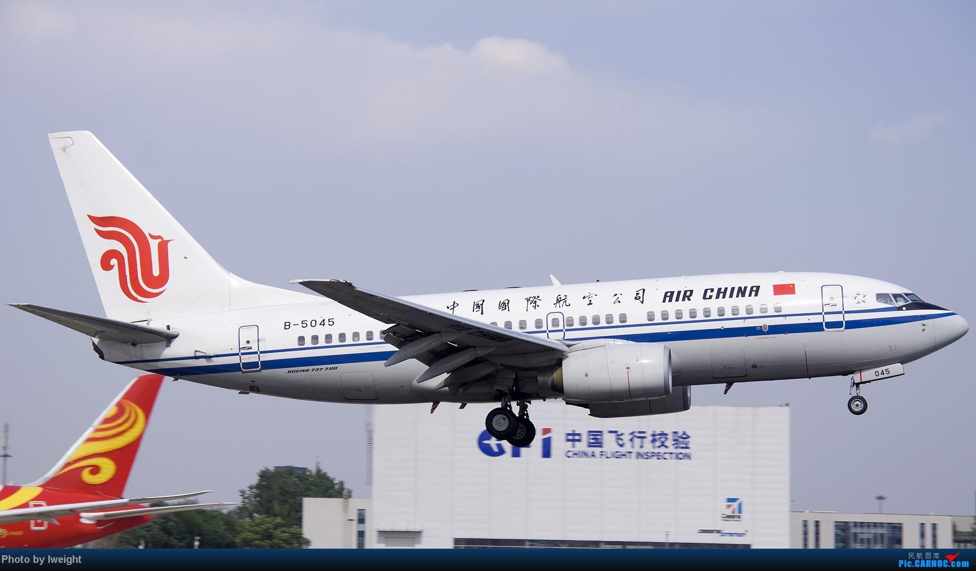 Re:[原创]5月12日PEK好天从01→19→18R BOEING 737-700 B-5045 中国北京首都机场