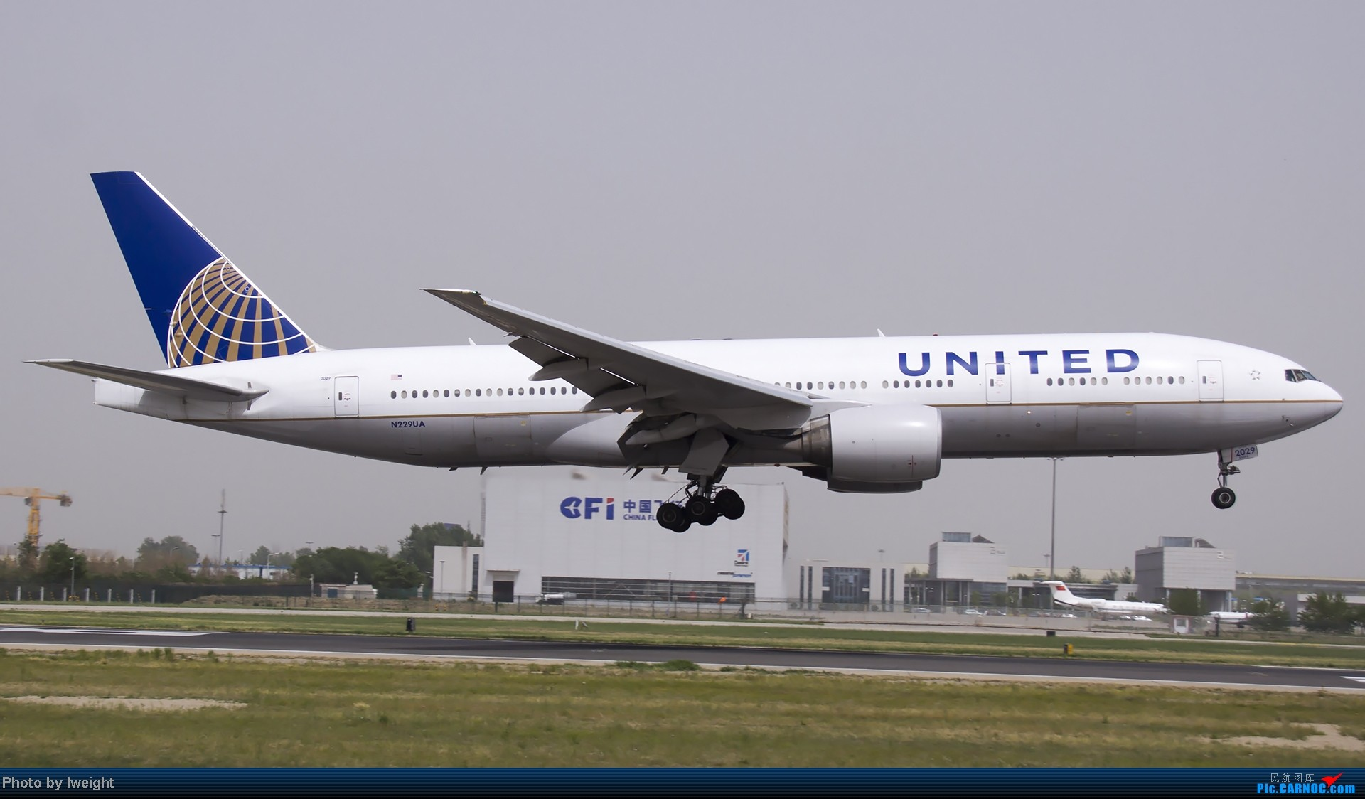 Re:[原创]霾天首都机场随拍 BOEING 777-200ER N229UA 中国北京首都机场