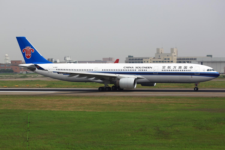 Re:[原创]【NKG】**********即将告别落地的24水泥台:韩亚763,酷航772,东阿阿胶,云南信息报********** AIRBUS A330-300 B-5917 中国南京禄口机场