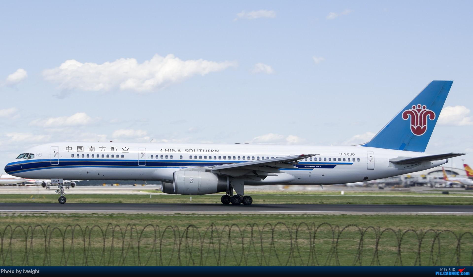 Re:[原创]新相机+好天气,PEK试机乱拍 BOEING 757-200 B-2830 中国北京首都机场