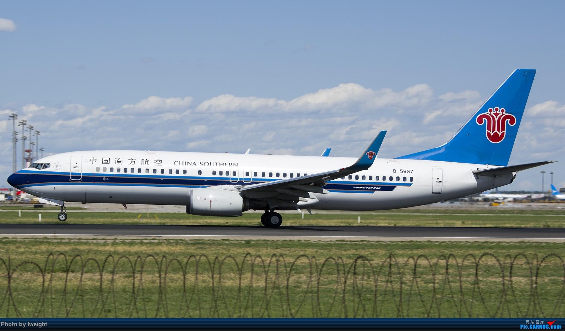 Re:[原创]新相机+好天气,PEK试机乱拍 BOEING 737-800 B-5697 中国北京首都机场