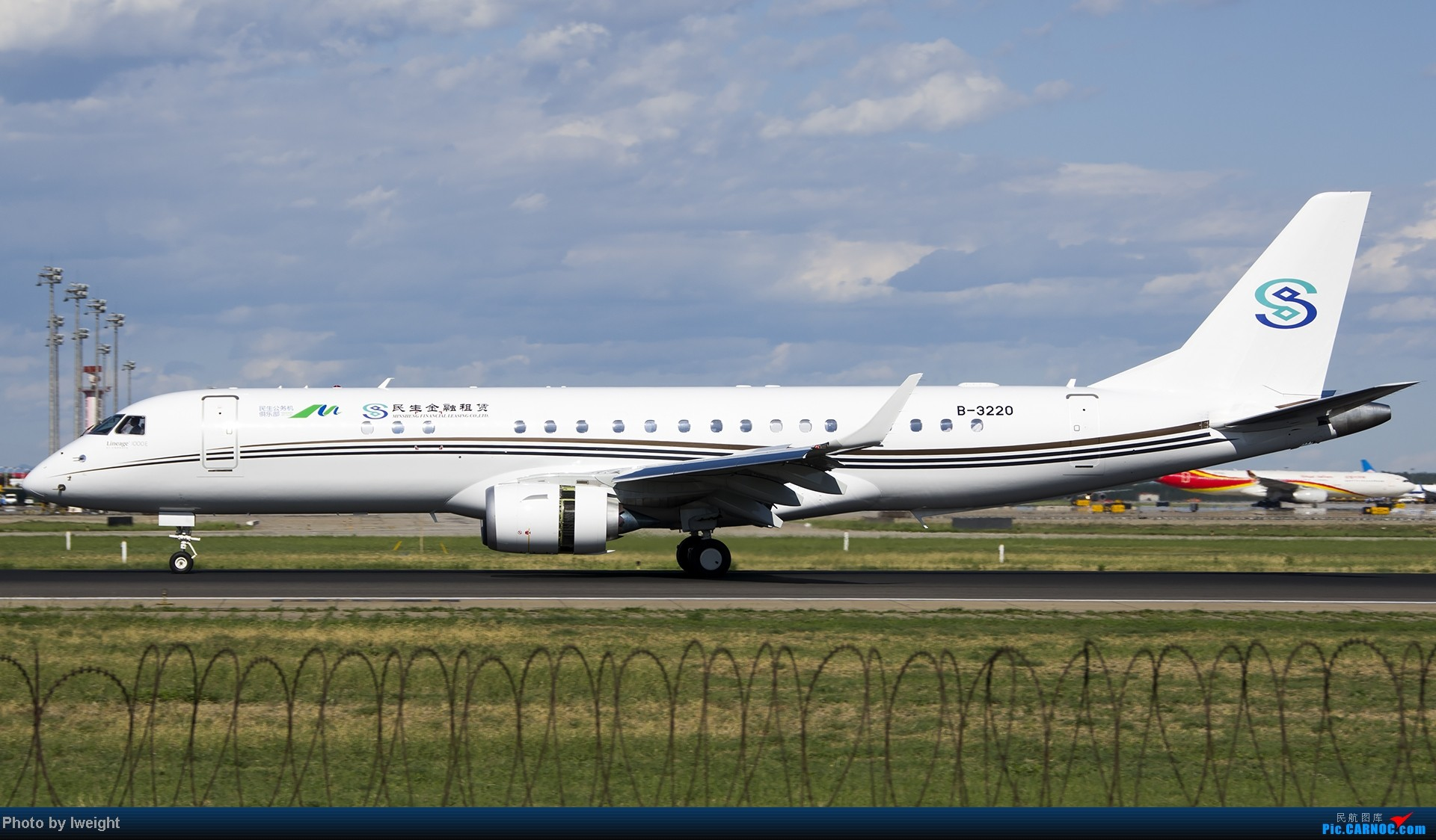 Re:[原创]新相机+好天气,PEK试机乱拍 EMBRAER E-190 B-3220 中国北京首都机场