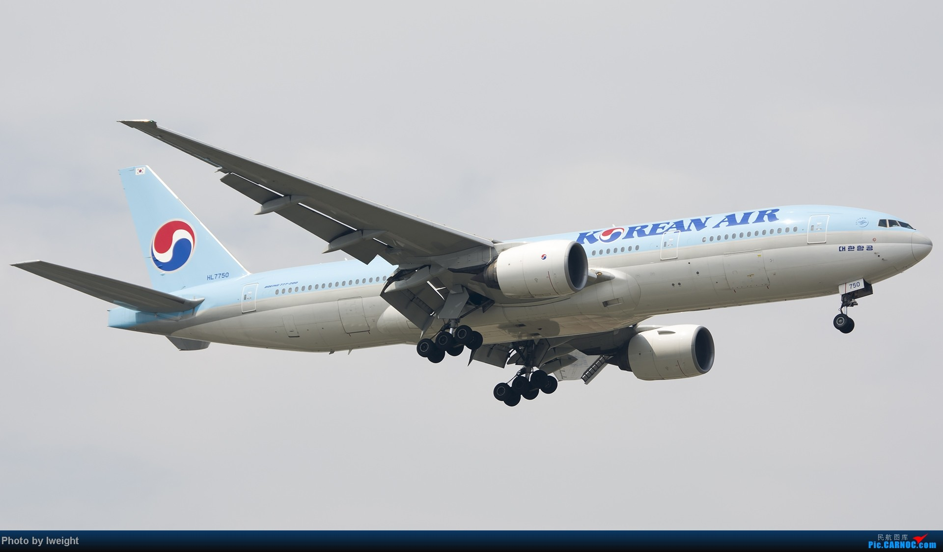 Re:[原创]休假无聊,跑道边来拍机玩(晚点的ZestAir、换装的B6100和刚交付的B2738等) BOEING 777-200 HL7750 中国北京首都机场