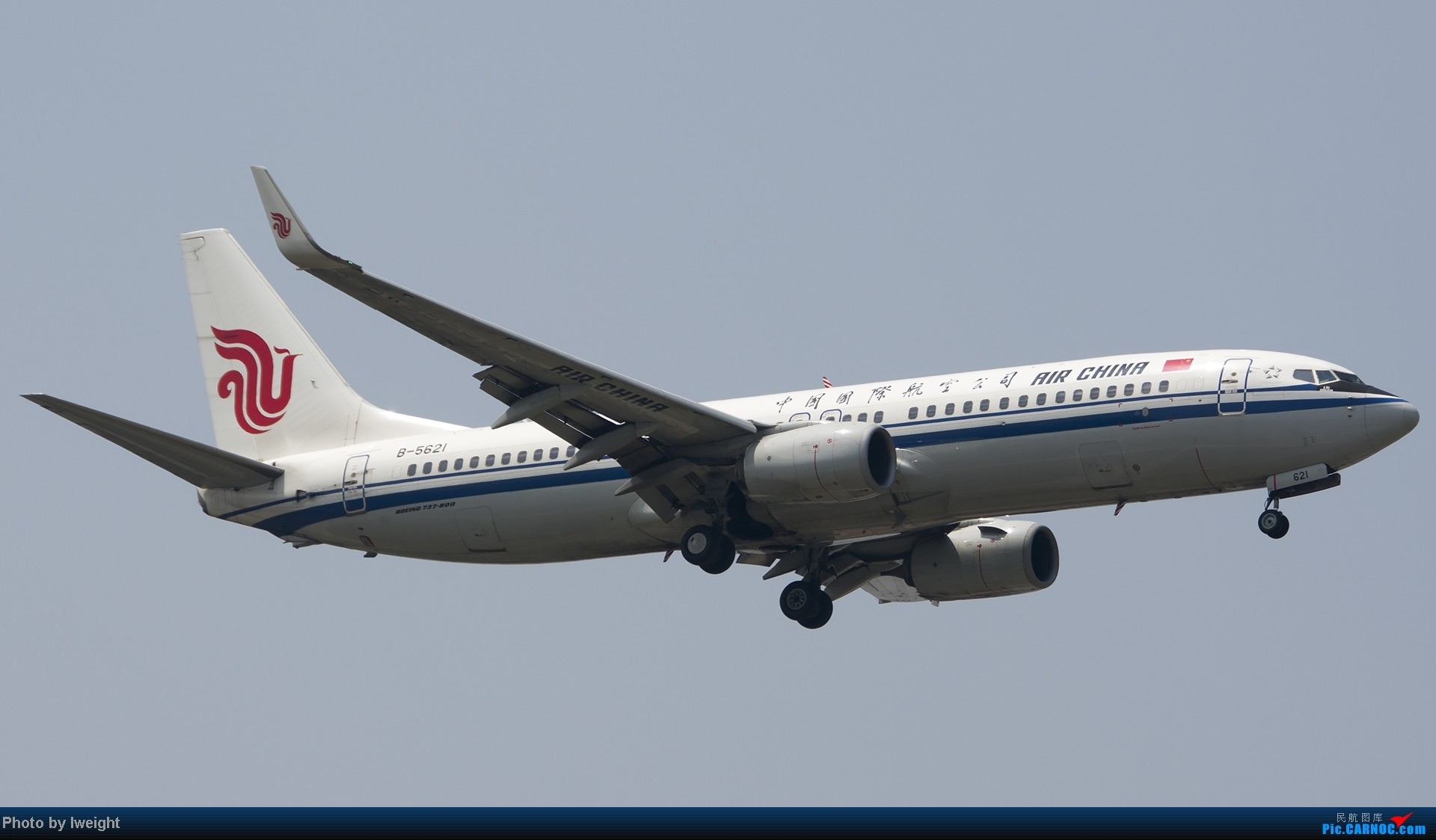 Re:[原创]休假无聊,跑道边来拍机玩(晚点的ZestAir、换装的B6100和刚交付的B2738等) BOEING 737-800 B-5621 中国北京首都机场