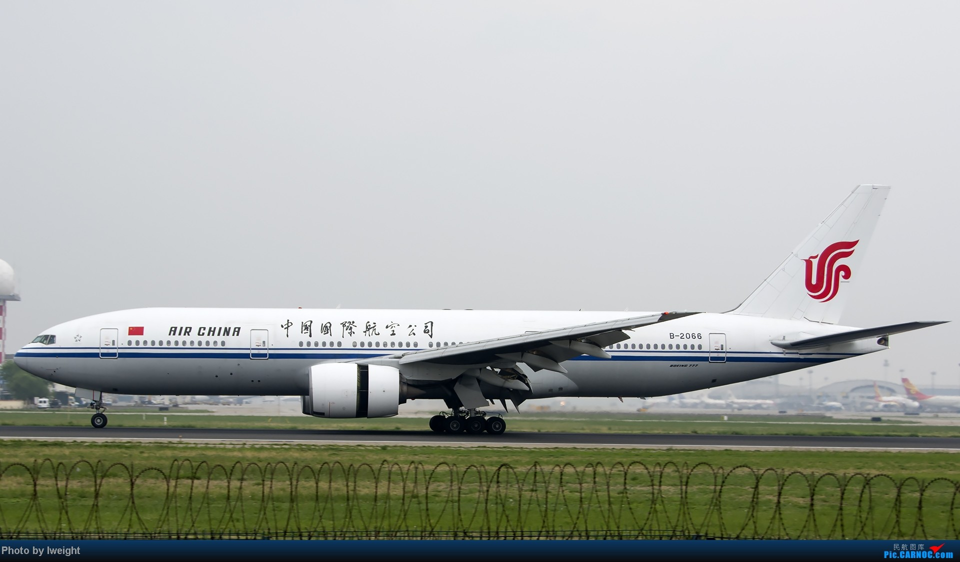Re:[原创]休假无聊,跑道边来拍机玩(晚点的ZestAir、换装的B6100和刚交付的B2738等) BOEING 777-200 B-2066 中国北京首都机场