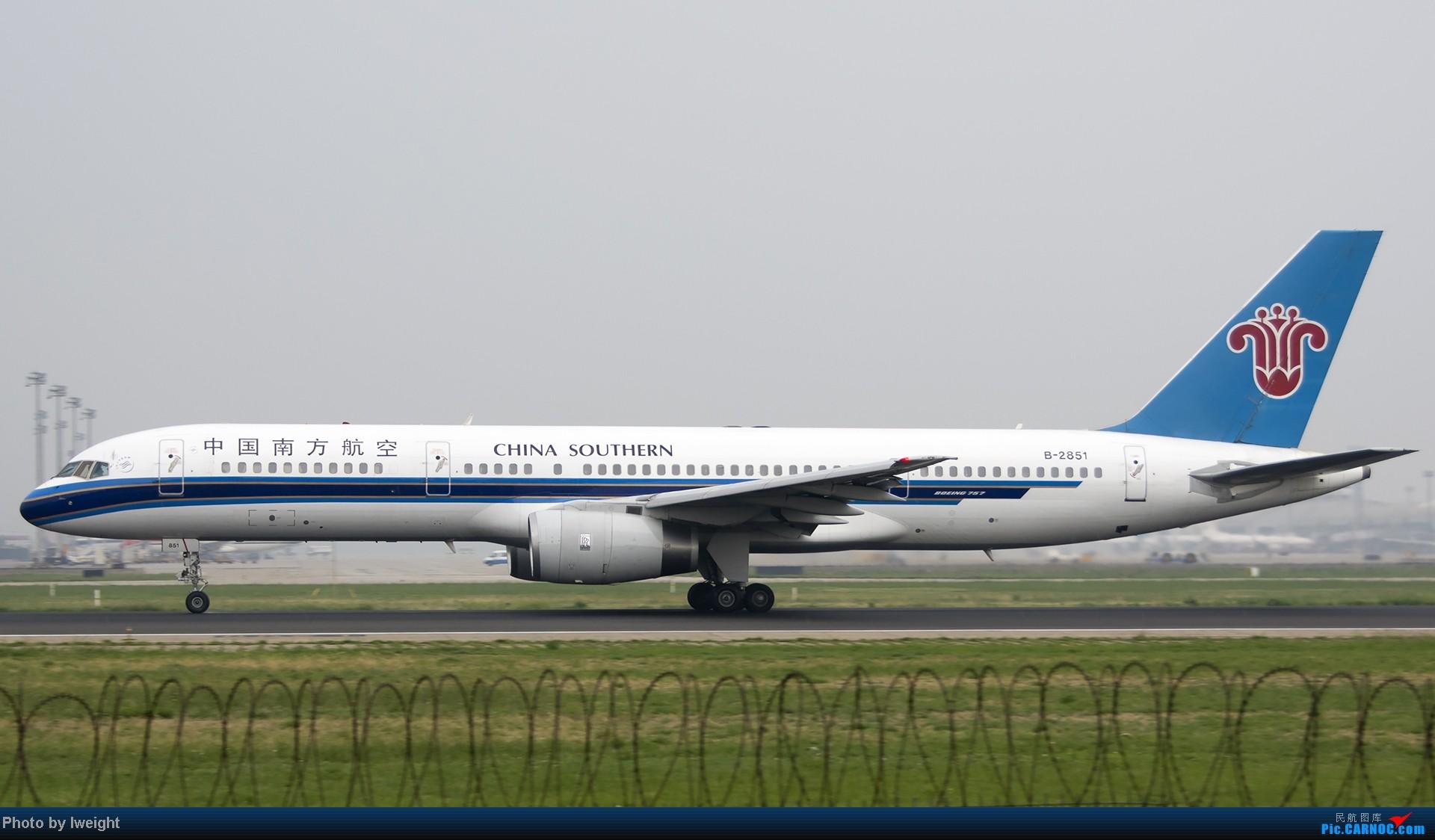 Re:[原创]休假无聊,跑道边来拍机玩(晚点的ZestAir、换装的B6100和刚交付的B2738等) BOEING 757-200 B-2851 中国北京首都机场