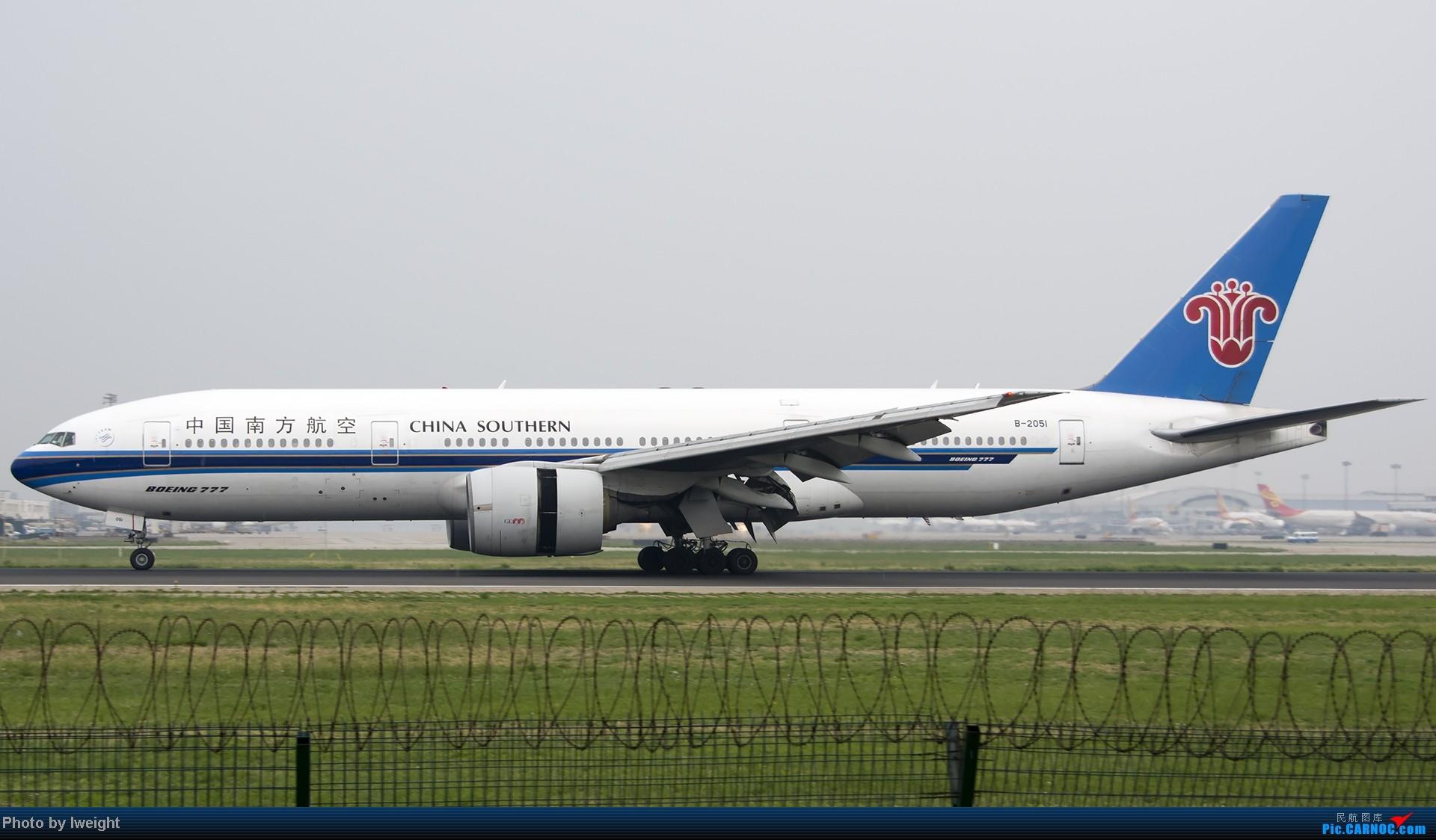 Re:[原创]休假无聊,跑道边来拍机玩(晚点的ZestAir、换装的B6100和刚交付的B2738等) BOEING 777-200 B-2051 中国北京首都机场