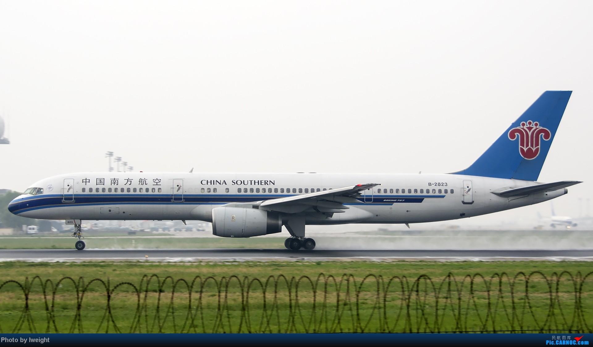 Re:[原创]休假无聊,跑道边来拍机玩(晚点的ZestAir、换装的B6100和刚交付的B2738等) BOEING 757-200 B-2823 中国北京首都机场