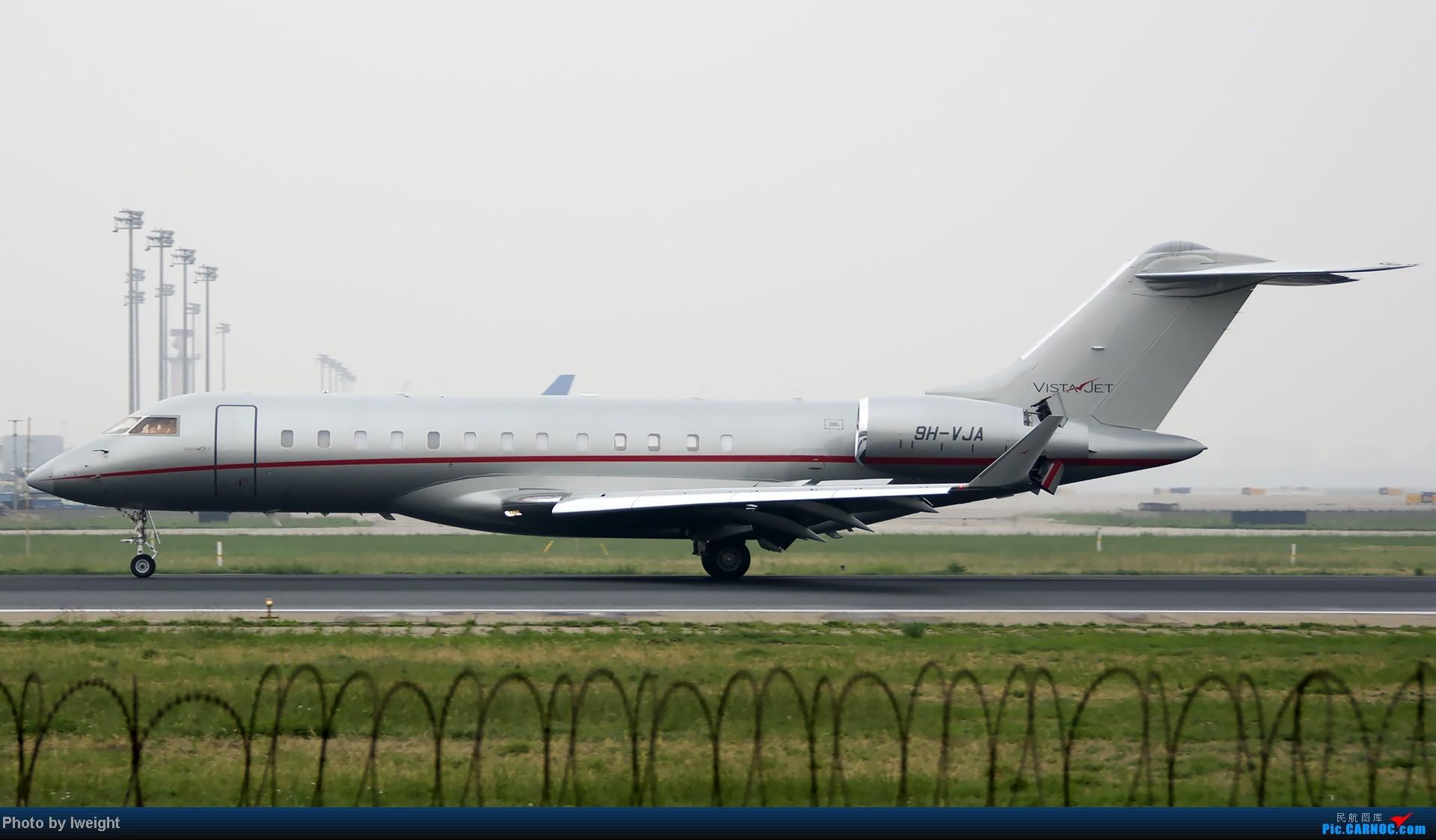 Re:[原创]休假无聊,跑道边来拍机玩(晚点的ZestAir、换装的B6100和刚交付的B2738等) BOMBARDIER BD-700 9H-VJA 中国北京首都机场