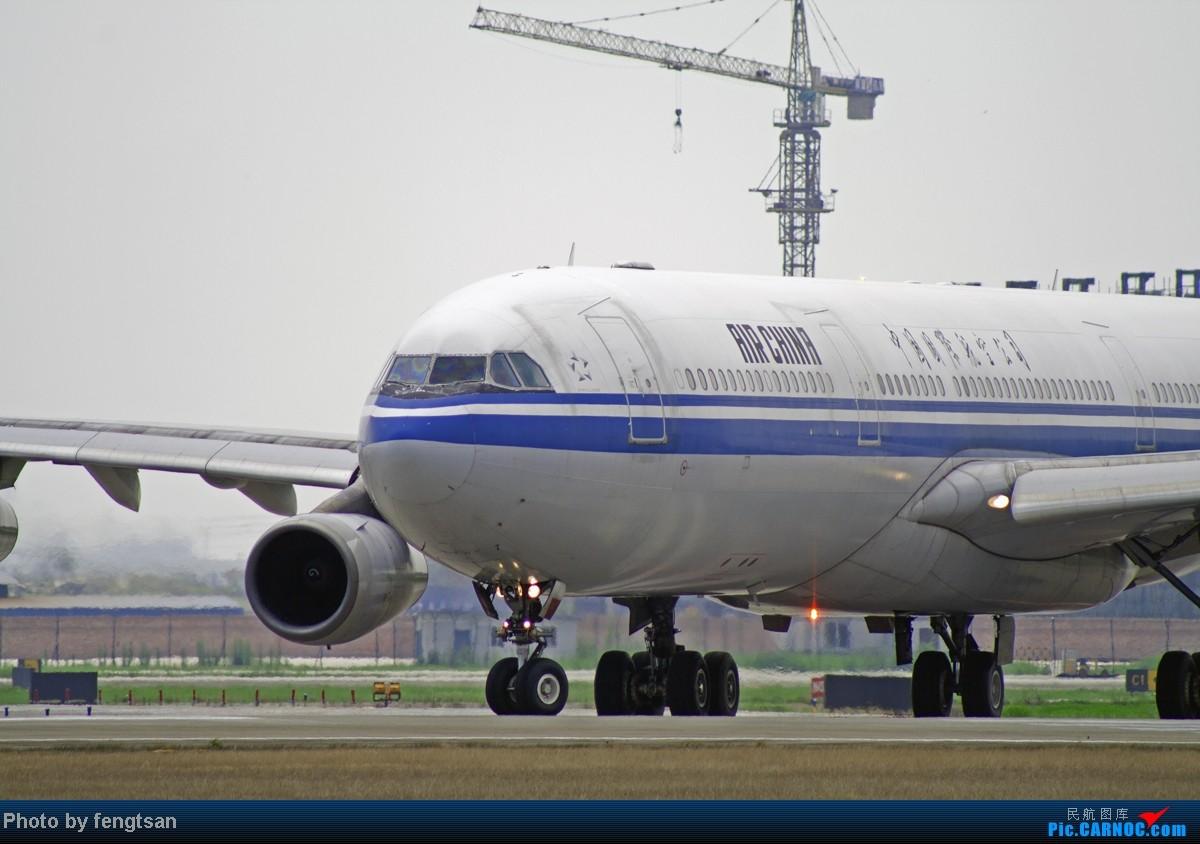 Re:[原创][CCFA]美联航787几张 AIRBUS A340-300 B-2390 中国成都双流机场