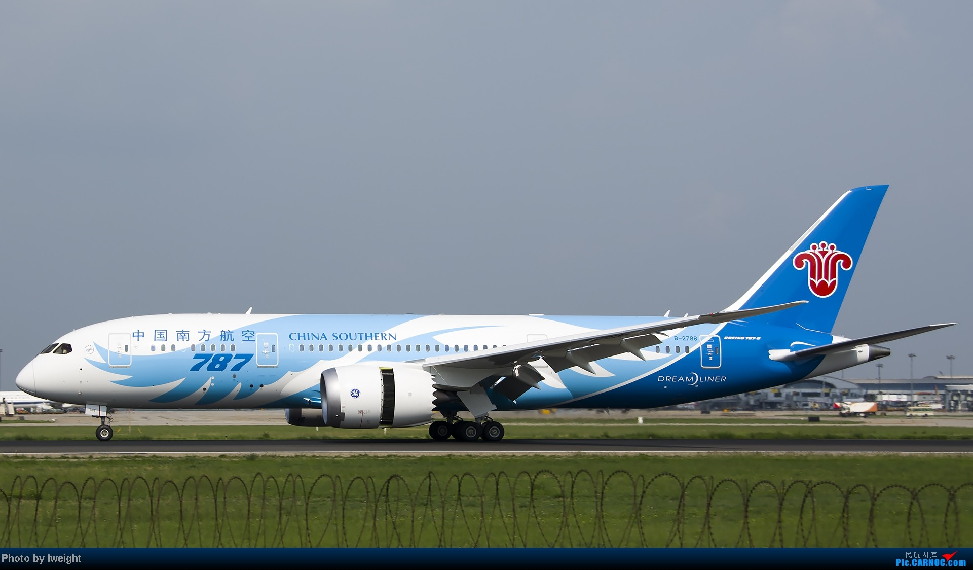 Re:[原创]20号下午机场随拍(国内最新的787-8) BOEING 787-8 B-2788 中国北京首都机场