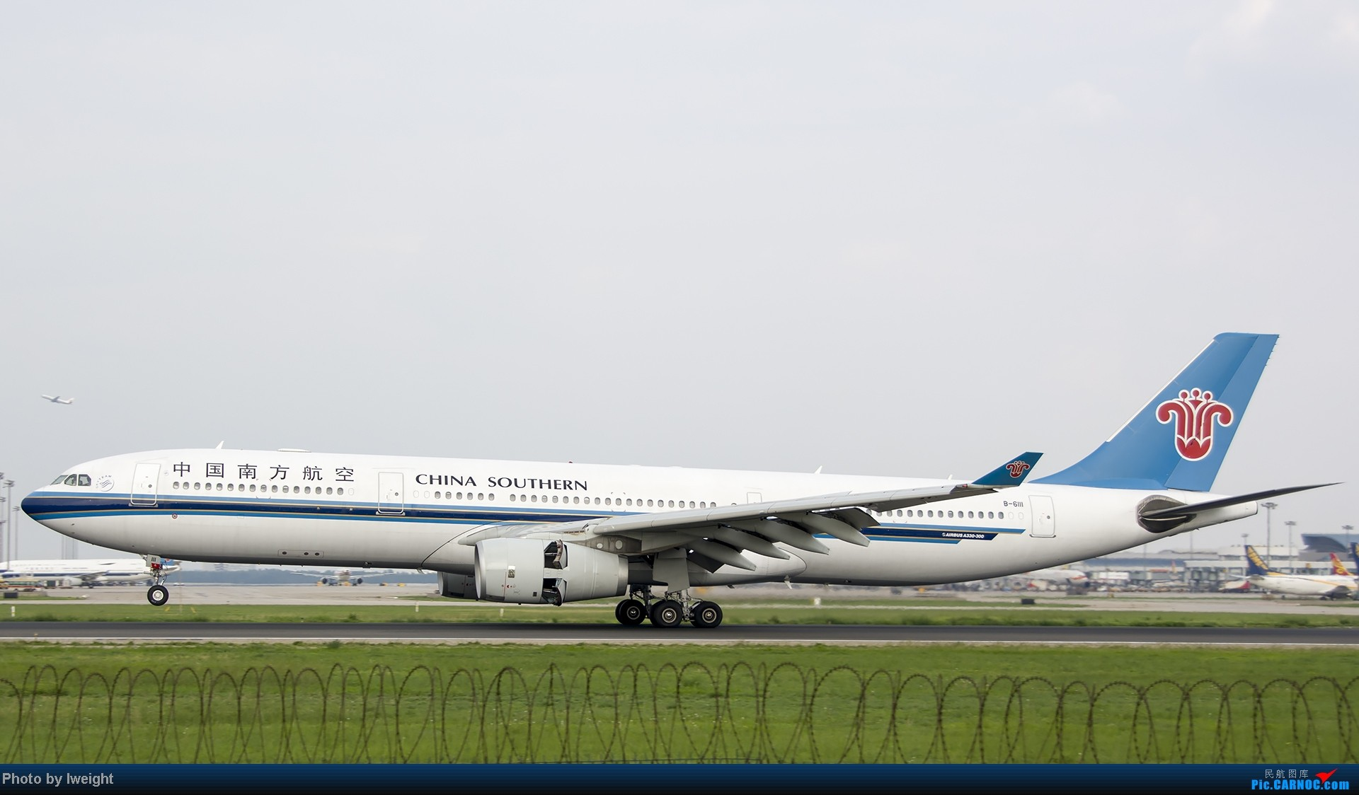 Re:[原创]20号下午机场随拍(国内最新的787-8) AIRBUS A330-300 B-6111 中国北京首都机场