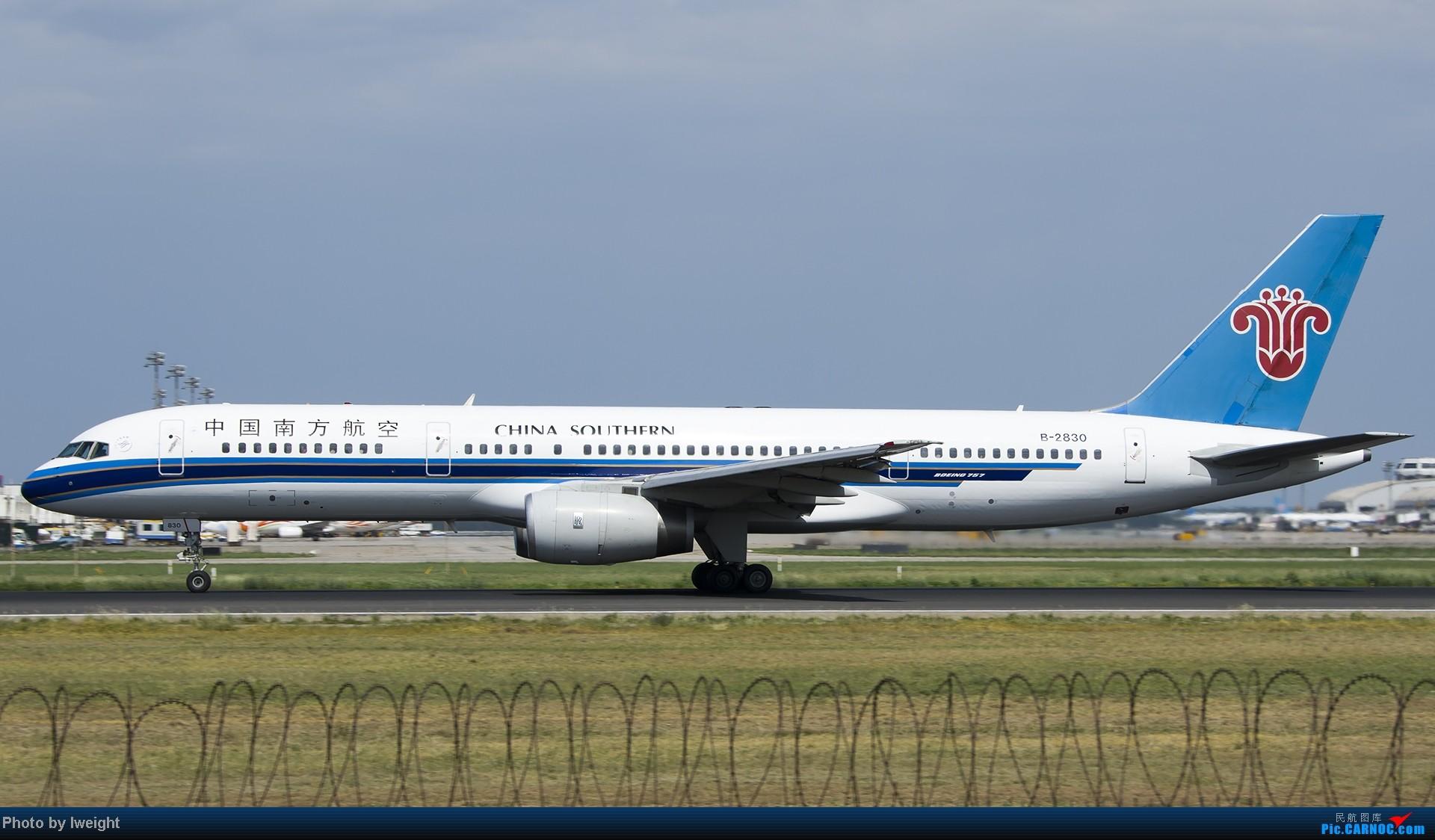 Re:[原创]酷暑周末拍遍PEK三条跑道,收获众多常见机型 BOEING 757-200 B-2830 中国北京首都机场