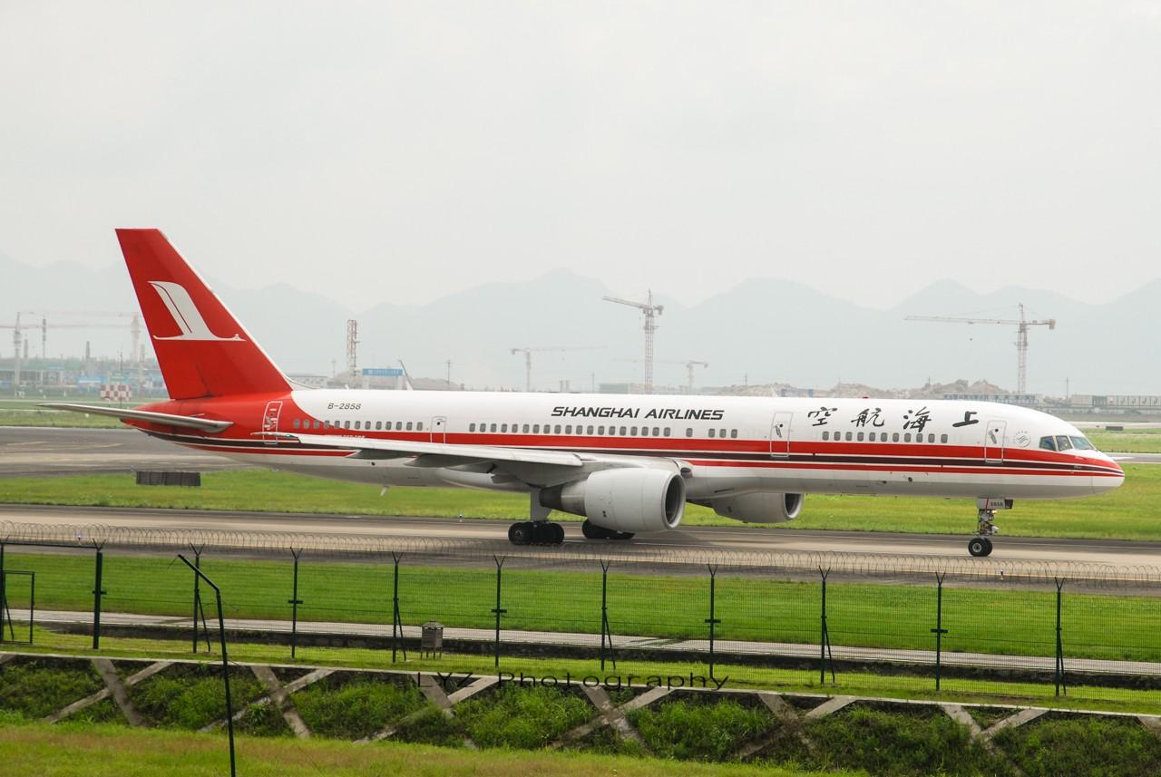 Re:[原创]【回归贴】——CKG平淡无奇的一天 BOEING 757-200 B-2858 中国重庆江北机场