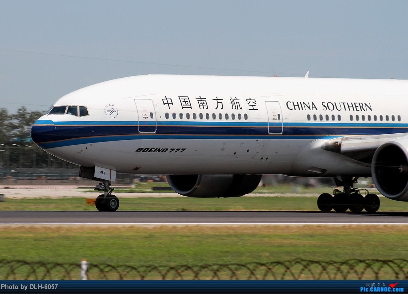 """Re:[原创]烈日炎炎之下 飞友拍机不""""怕""""累T- T BOEING 777-200 B-2052 中国北京首都机场"""
