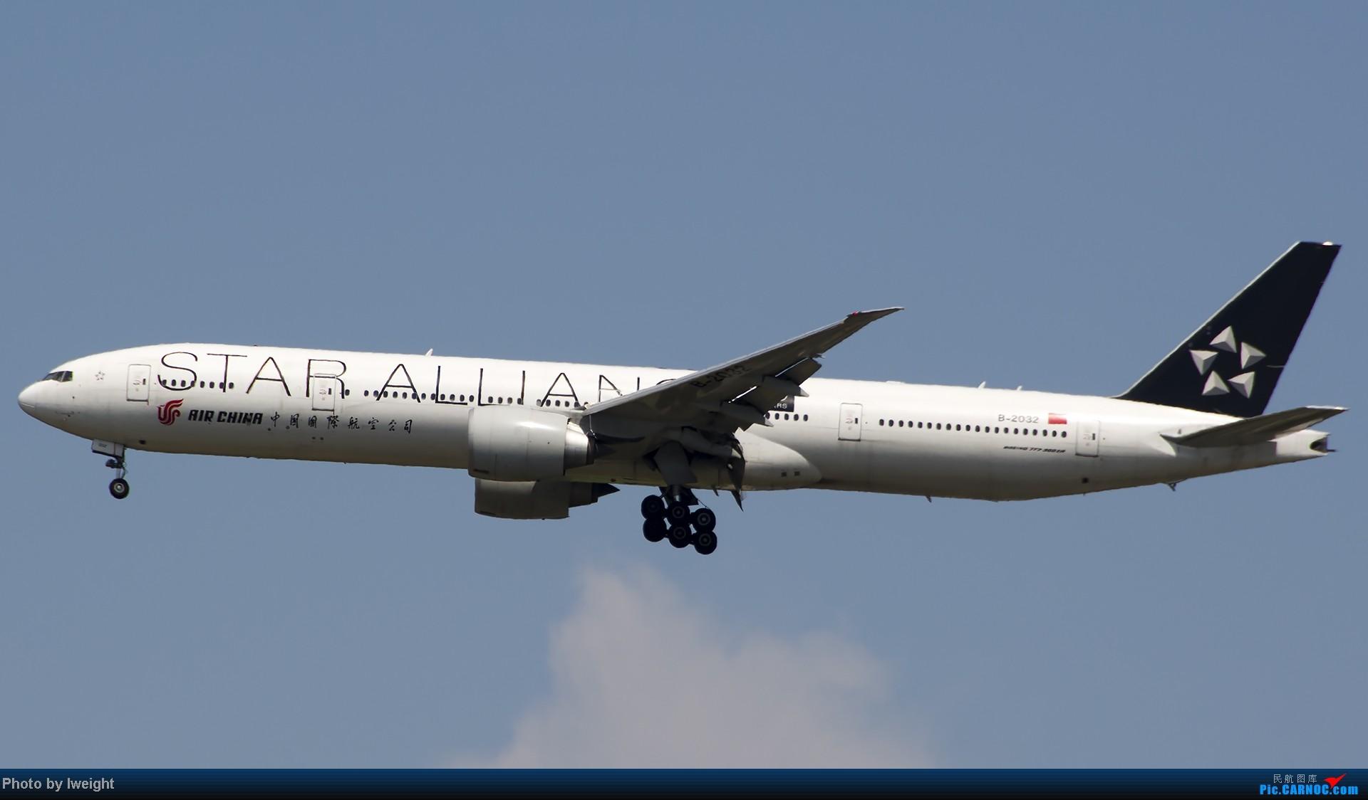 Re:[原创]7月13日下午随手拍机 BOEING 777-300 B-2032 中国北京首都机场