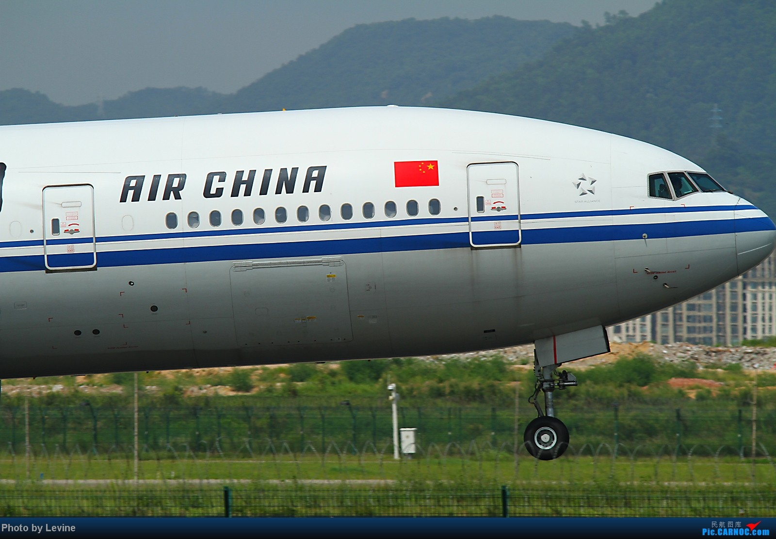 Re:[转贴][深圳飞友会]夏天第一拍 小试牛刀 BOEING 777-200 B-2064 中国深圳宝安机场