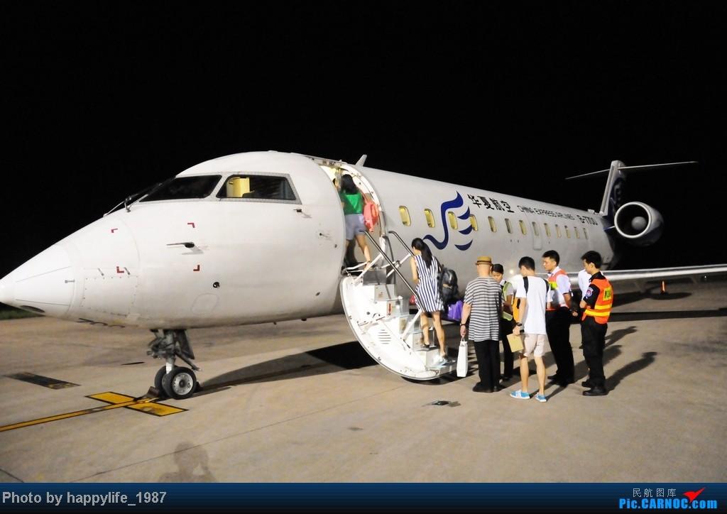[原创]CKG——JIQ(黔江),华夏CRJ200小铅笔往返 BOMBARDIER (CANADAIR) CRJ-200 B-7700 中国黔江武陵山机场