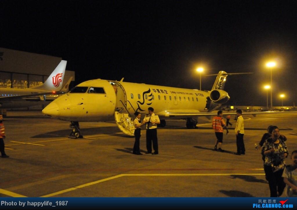 Re:[原创]CKG——JIQ(黔江),华夏CRJ200小铅笔往返 BOMBARDIER (CANADAIR) CRJ-200 B-7700 中国重庆江北机场