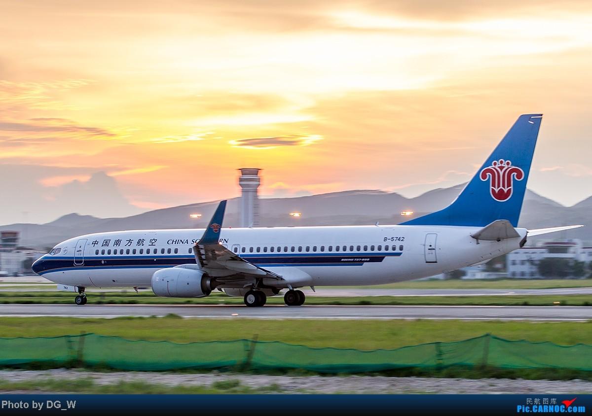 Re:[原创]【南宁飞友】NNG的晚霞 BOEING 737-800 B-5742 中国南宁吴圩机场