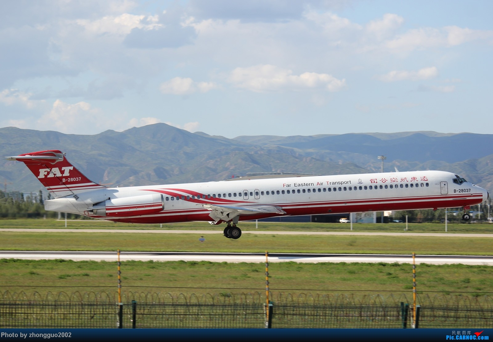 Re:[原创]东航的新邮戳321,世博彩绘机,南航、瑞丽、河北、深圳航空的新飞机,香港航空、长荣航空、远东、韩国济州航空的飞机,国航772,大大小小一堆飞机!!!! MD MD-80-82 B-28037 中国呼和浩特白塔机场