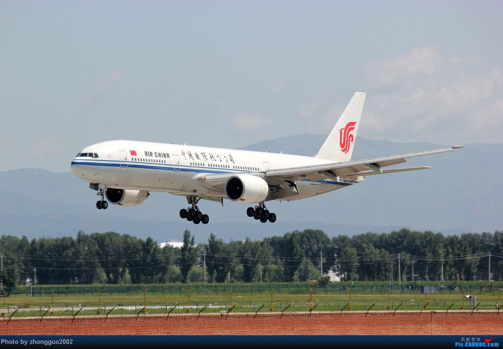Re:[原创]东航的新邮戳321,世博彩绘机,南航、瑞丽、河北、深圳航空的新飞机,香港航空、长荣航空、远东、韩国济州航空的飞机,国航772,大大小小一堆飞机!!!! BOEING 777-200 B-2066 中国呼和浩特白塔机场