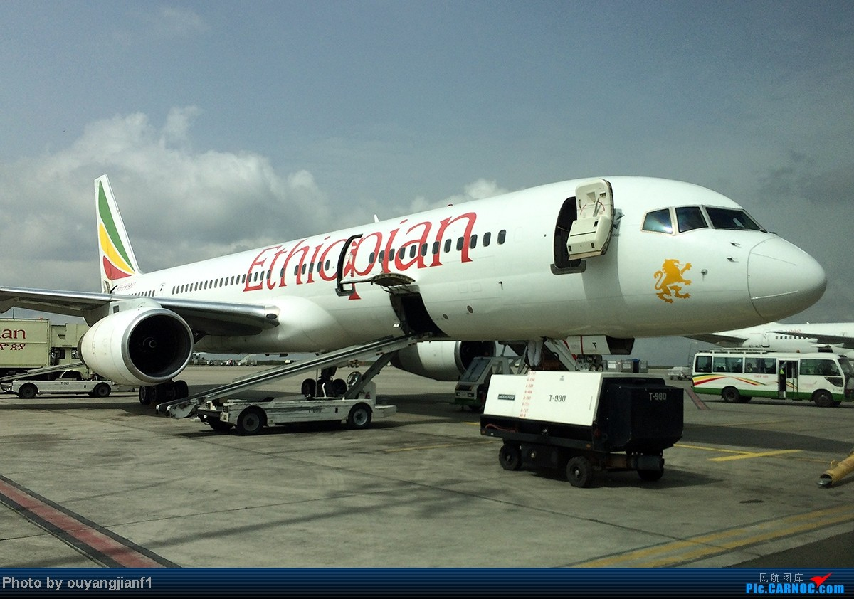 Re:[原创]一次真正的说走就走的旅行,一次真正与动物零距离接触的探险,埃塞俄比亚及肯尼亚游记.... BOEING 757-200 ET-AMT 埃塞俄比亚亚的斯亚贝巴机场