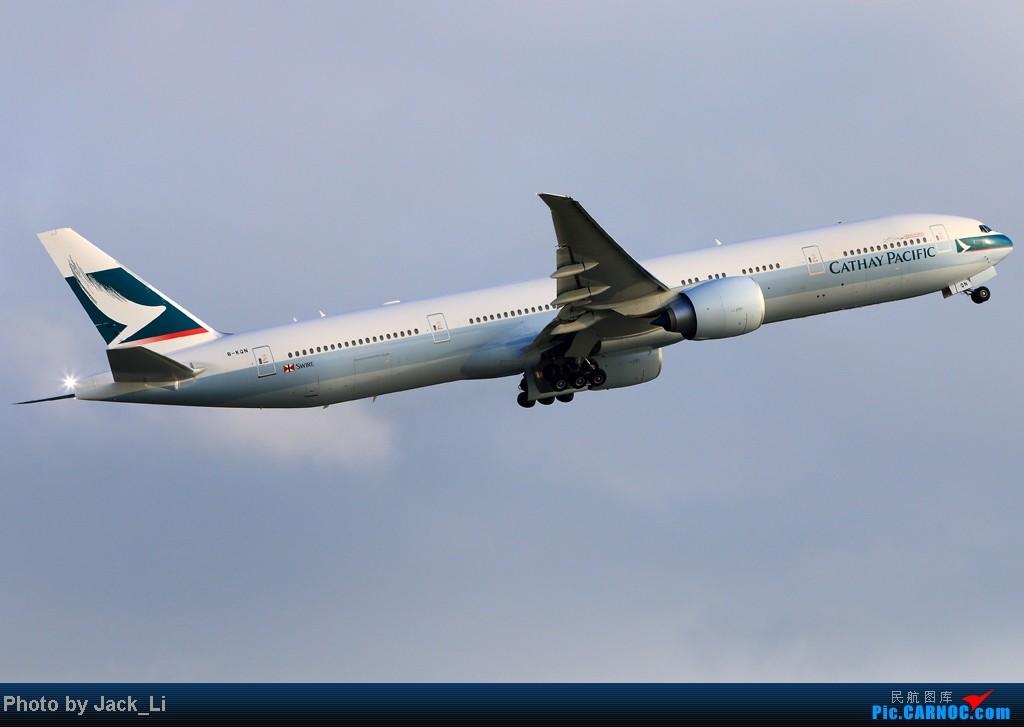Re:[原创]2014年8月16日 香港机场拍机(第一次去维修区拍机,云们舞集彩绘,飞天熊猫。) BOEING 777-300 B-KQN 中国香港赤鱲角机场