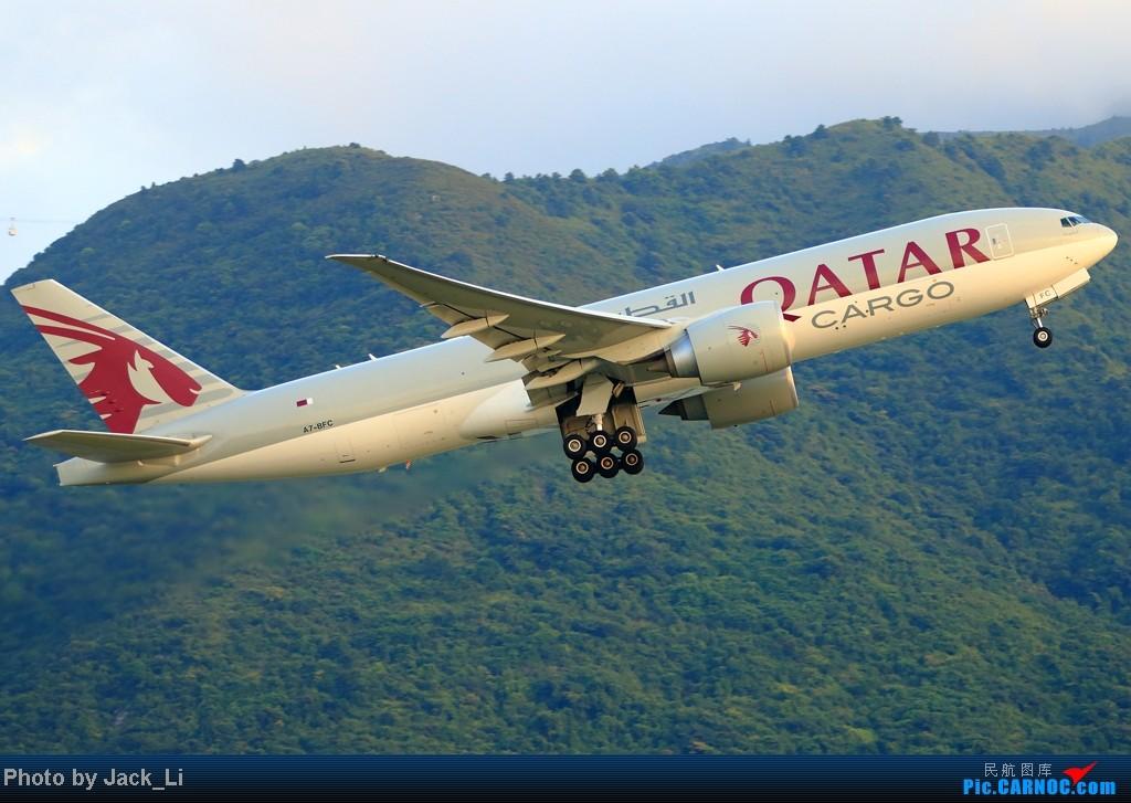 Re:[原创]2014年8月16日 香港机场拍机(第一次去维修区拍机,云们舞集彩绘,飞天熊猫。) BOEING 777-200 A7-BFC 中国香港赤鱲角机场