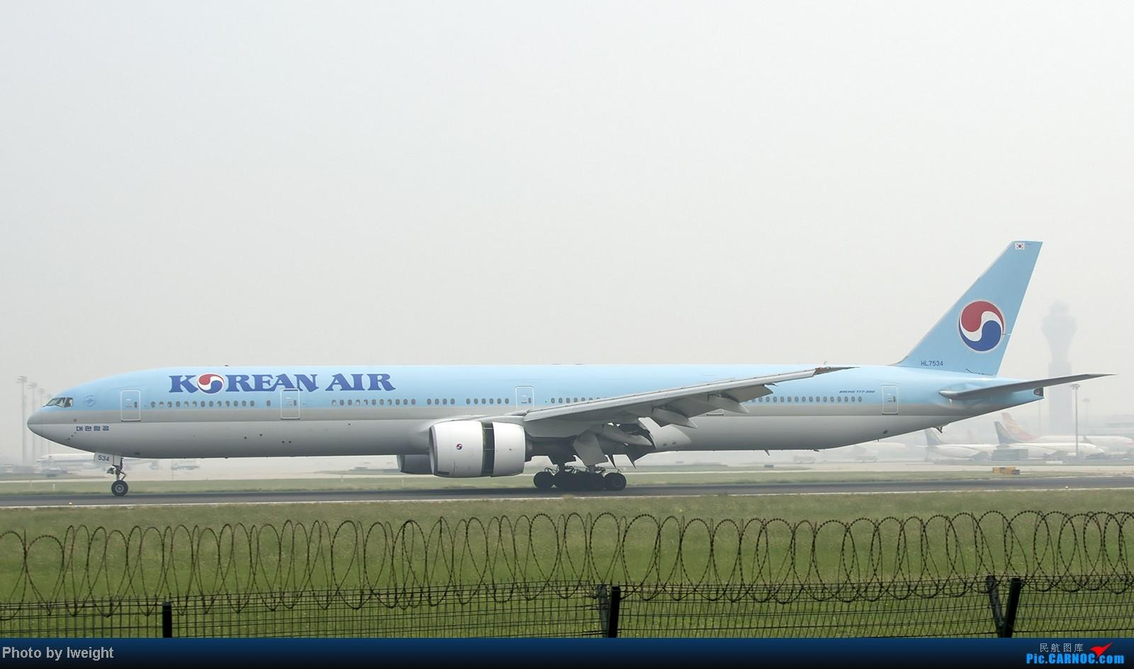 Re:[原创]9月7日帝都的烂天里乱拍一通 BOEING 777-300 HL7534 中国北京首都机场