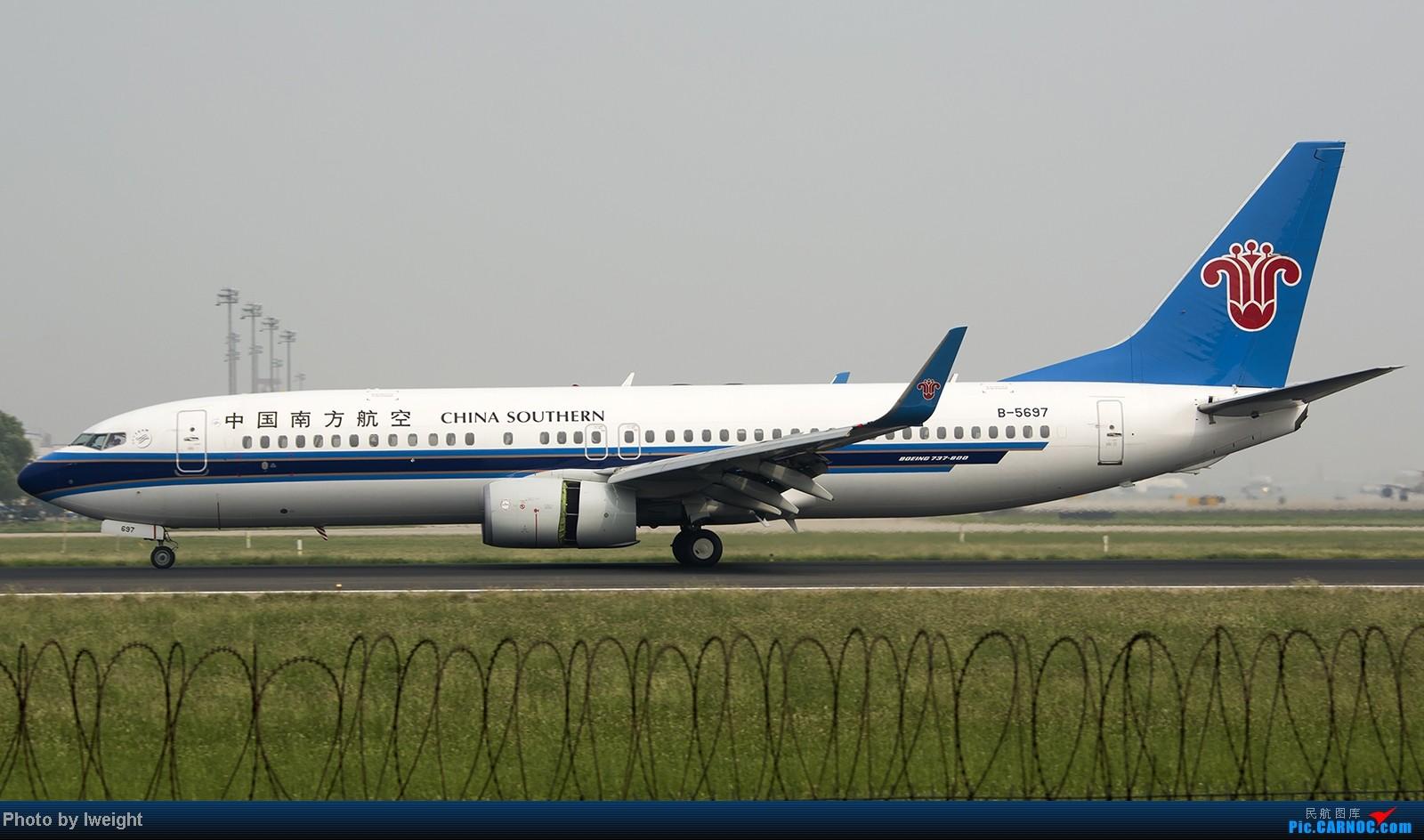 Re:[原创]9月7日帝都的烂天里乱拍一通 BOEING 737-800 B-5697 中国北京首都机场