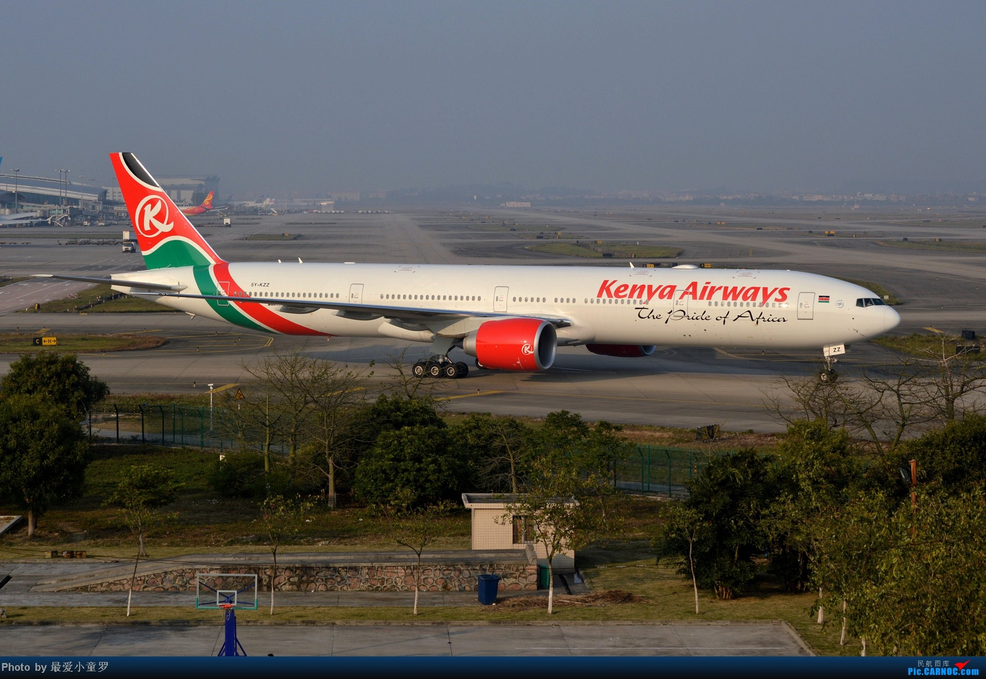 Re:[原创]好天拍机,去年12月21日广州消防塔拍机 BOEING 777-300ER 5Y-KZZ