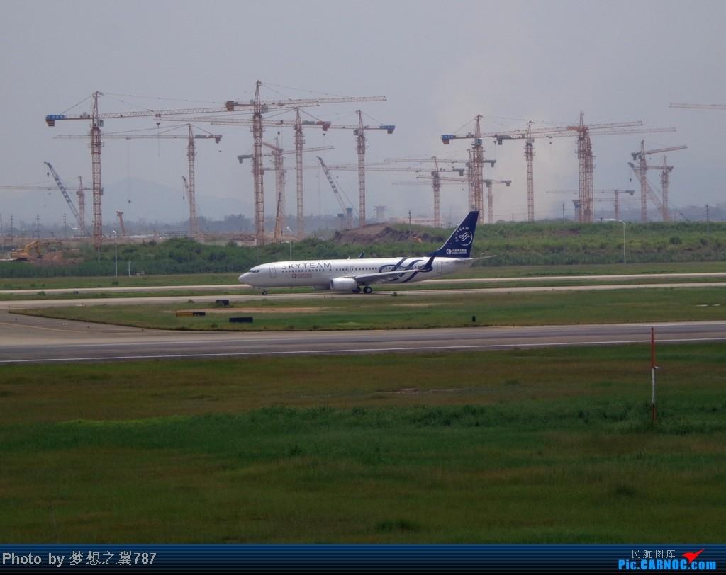 Re:[原创]2014.8.26北区+鬼屋拍机 BOEING 737-800 B-1981 中国广州白云机场