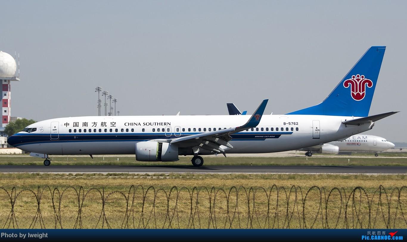 Re:[原创]忙里偷闲,首都机场乱拍 BOEING 737-800 B-5762 中国北京首都机场