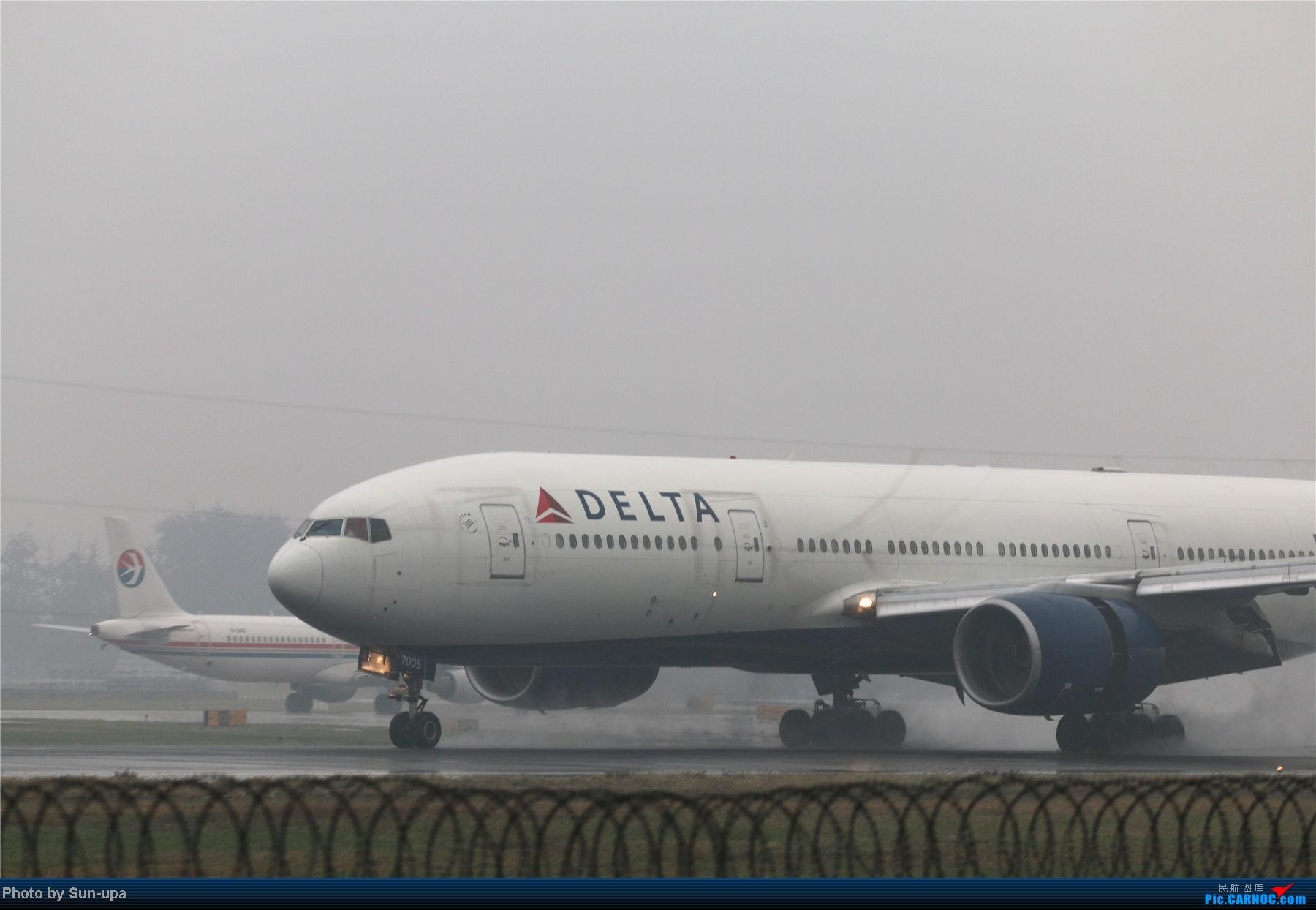 Re:[原创]冷雨天冒着雨拍了一下午 终于等到国航747-8 还有很多好货 BOEING 777-200 N864DA 中国北京首都机场