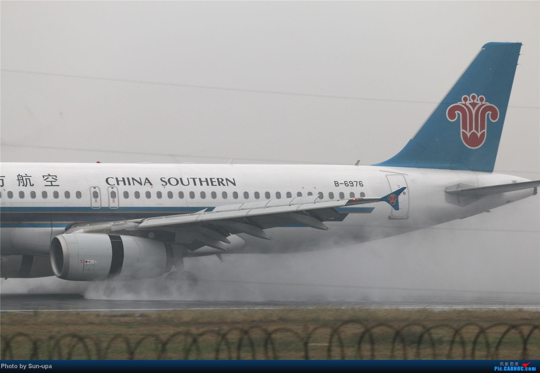 Re:[原创]冷雨天冒着雨拍了一下午 终于等到国航747-8 还有很多好货 AIRBUS A320-200 B-6976 中国北京首都机场