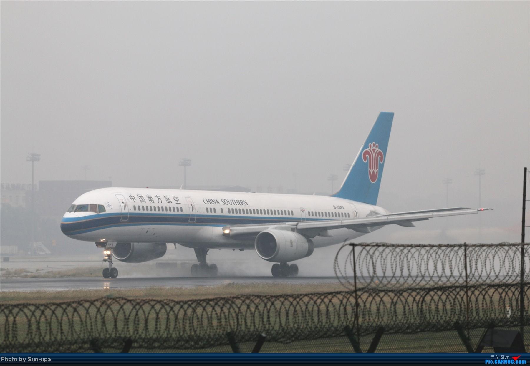 Re:[原创]冷雨天冒着雨拍了一下午 终于等到国航747-8 还有很多好货 BOEING 757-200 B-2824 中国北京首都机场
