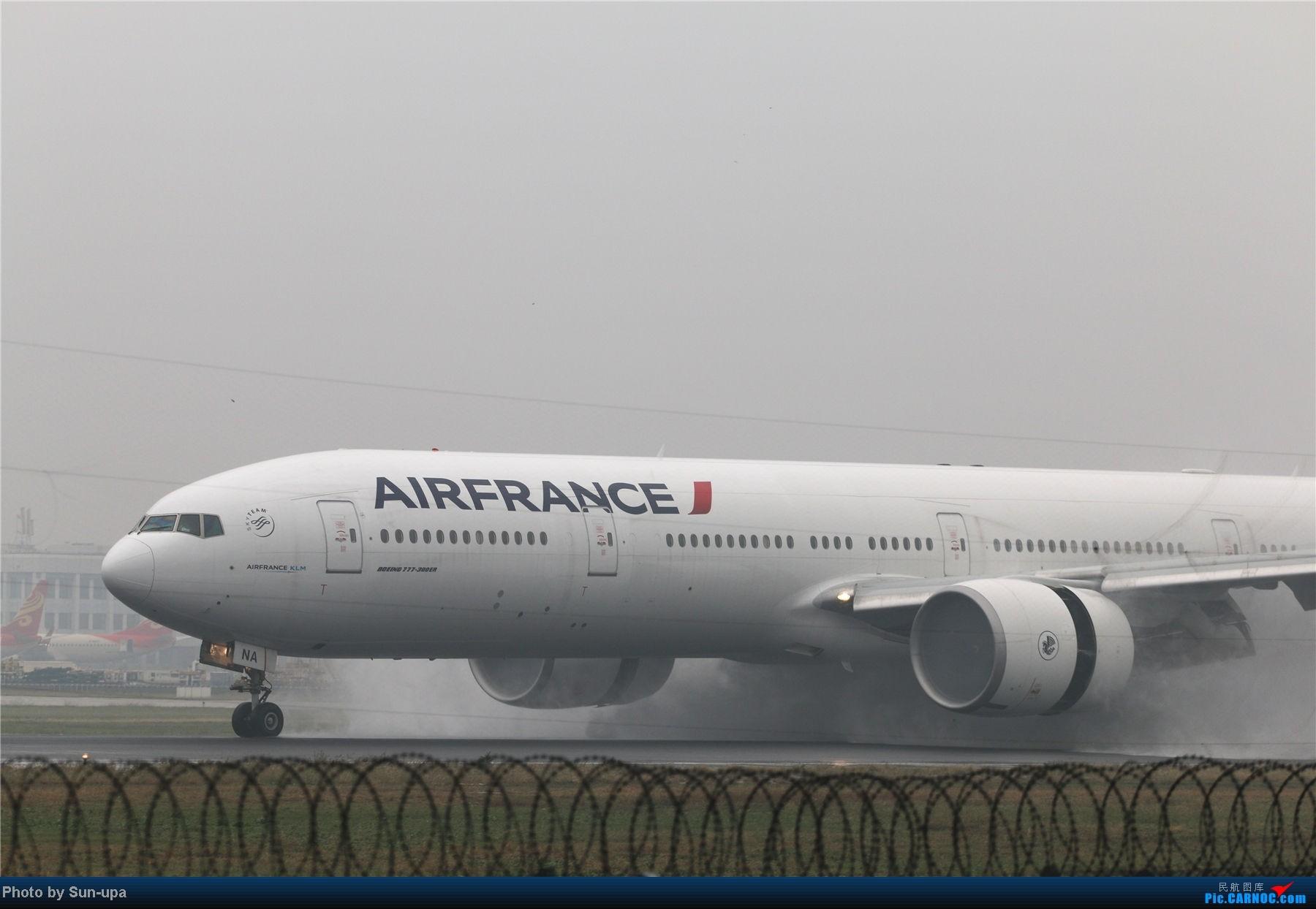 Re:[原创]冷雨天冒着雨拍了一下午 终于等到国航747-8 还有很多好货 BOEING 777-300ER F-GZNA 中国北京首都机场
