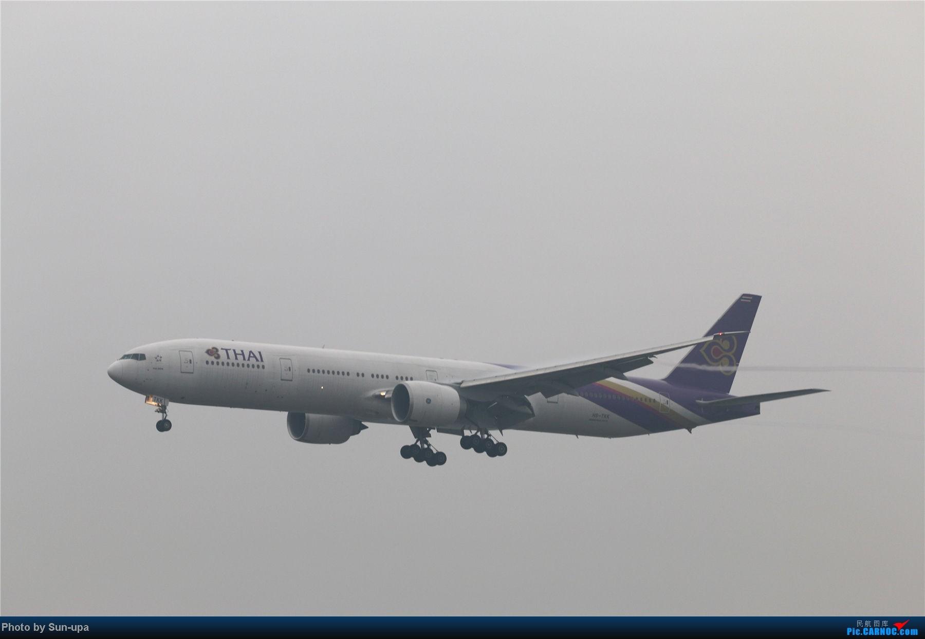 Re:[原创]冷雨天冒着雨拍了一下午 终于等到国航747-8 还有很多好货 BOEING 777-300ER HS-TKK 中国北京首都机场