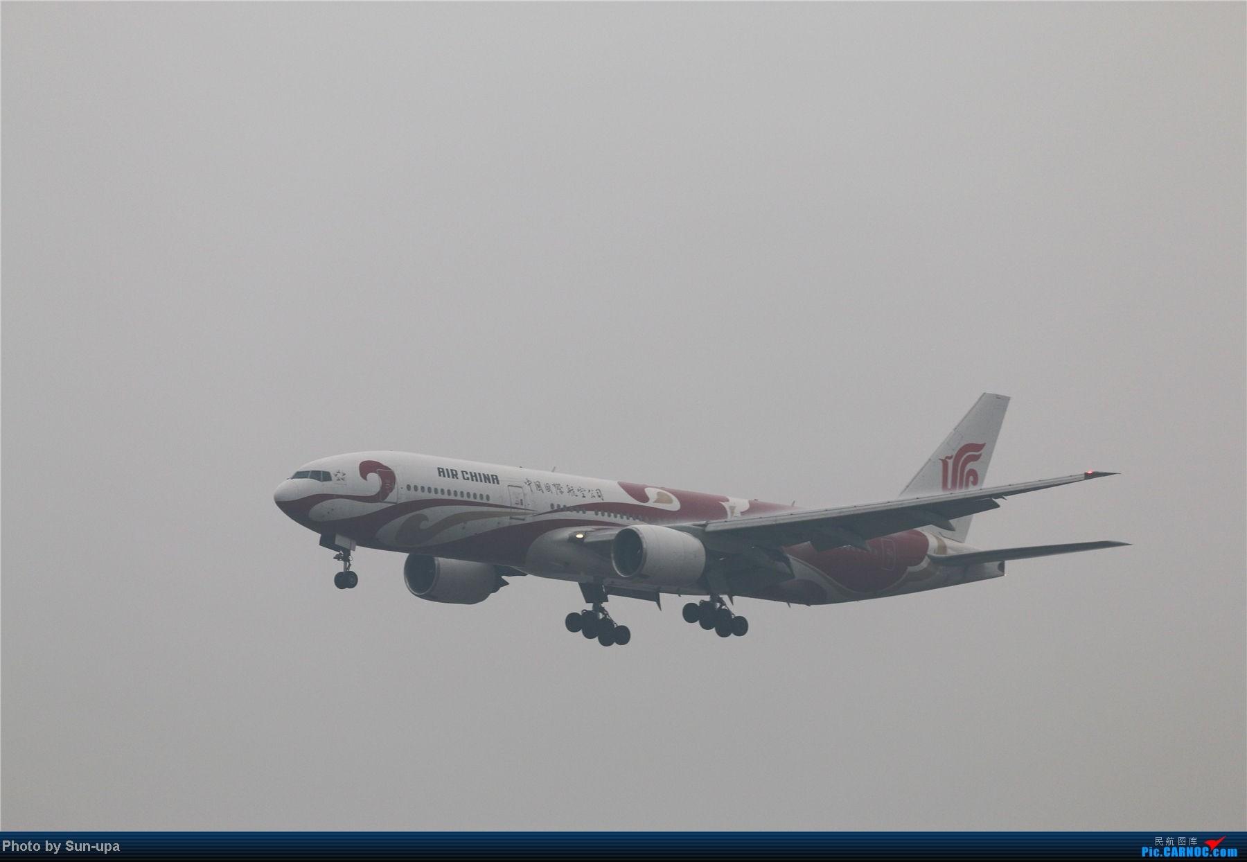 Re:[原创]冷雨天冒着雨拍了一下午 终于等到国航747-8 还有很多好货 BOEING 777-200 B-2060 中国北京首都机场