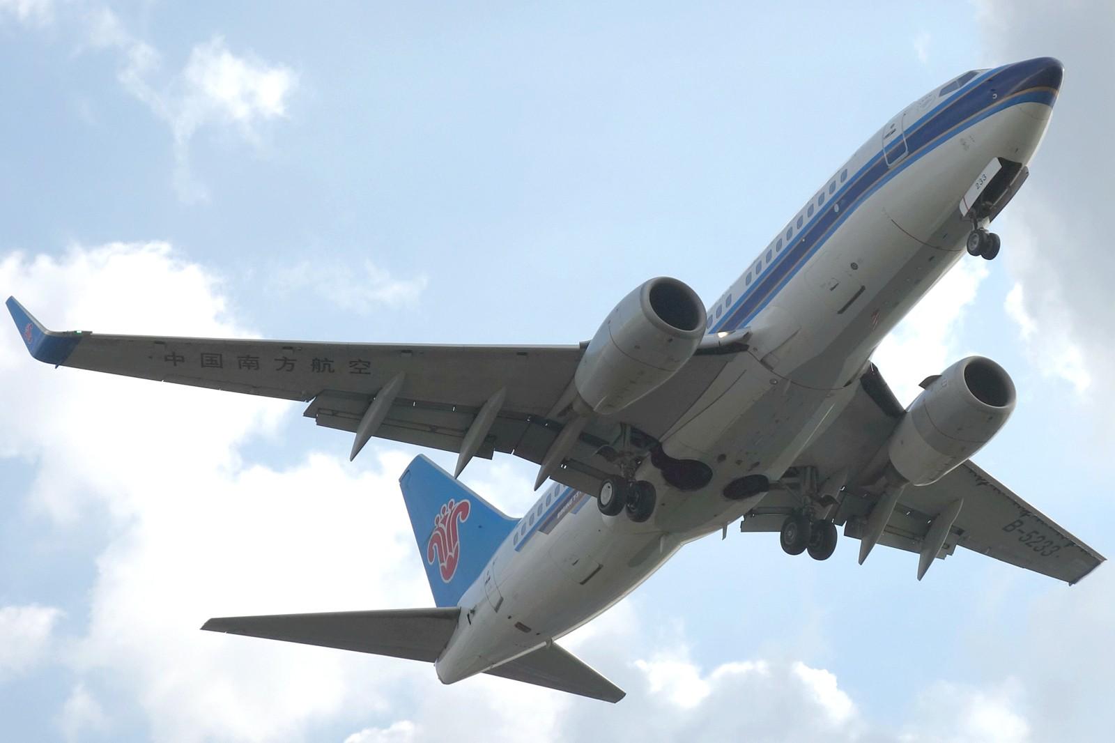 Re:[原创]【上海飞友会】ZSSS杂图一组 BOEING 737-700 B-5233 中国上海虹桥机场