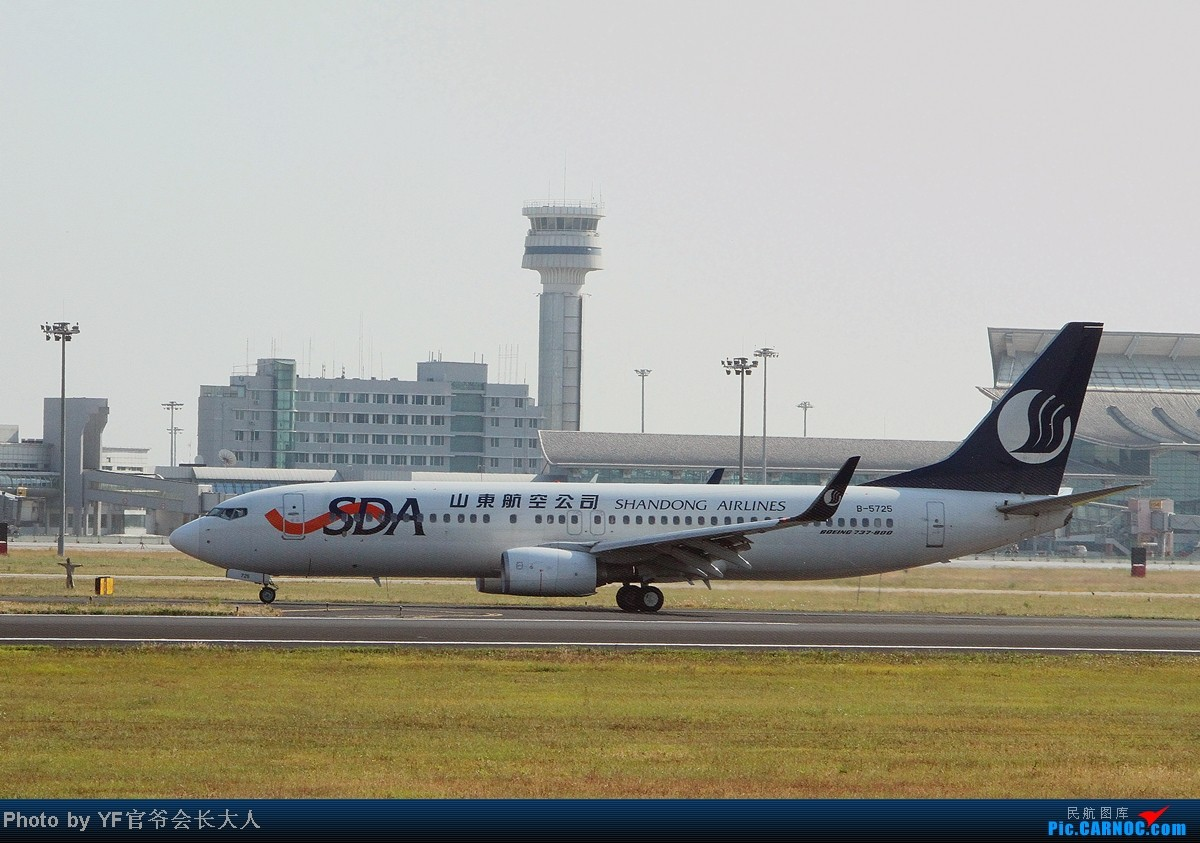 Re:[原创]10月6日一组逆光,从早上拍到下午,还是要请教一下各位高手怎样拍逆光 BOEING 737-800 B-5725 中国沈阳桃仙机场