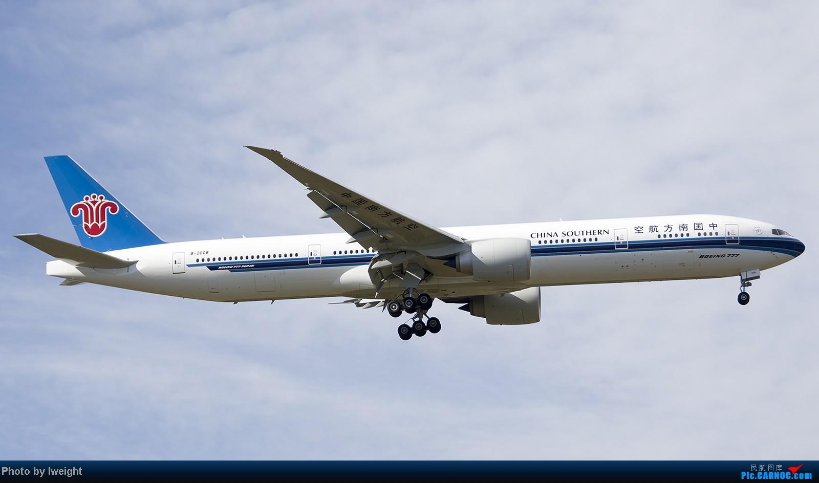 Re:[原创]终于盼来了晴天,PEK拍起【10月26日】 BOEING 777-300ER B-2008 中国北京首都机场