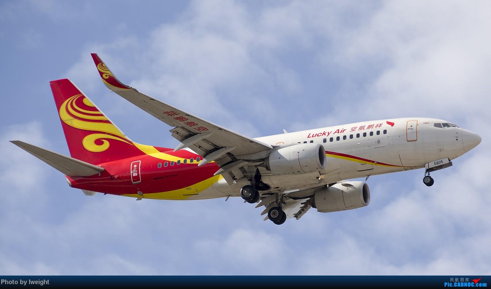 Re:[原创]终于盼来了晴天,PEK拍起【10月26日】 BOEING 737-700 B-5805 中国北京首都机场