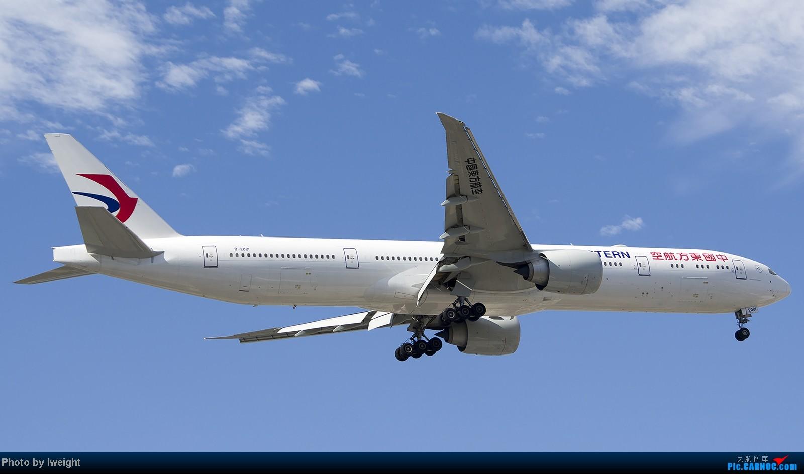 Re:[原创]终于盼来了晴天,PEK拍起【10月26日】 BOEING 777-300ER B-2001 中国北京首都机场