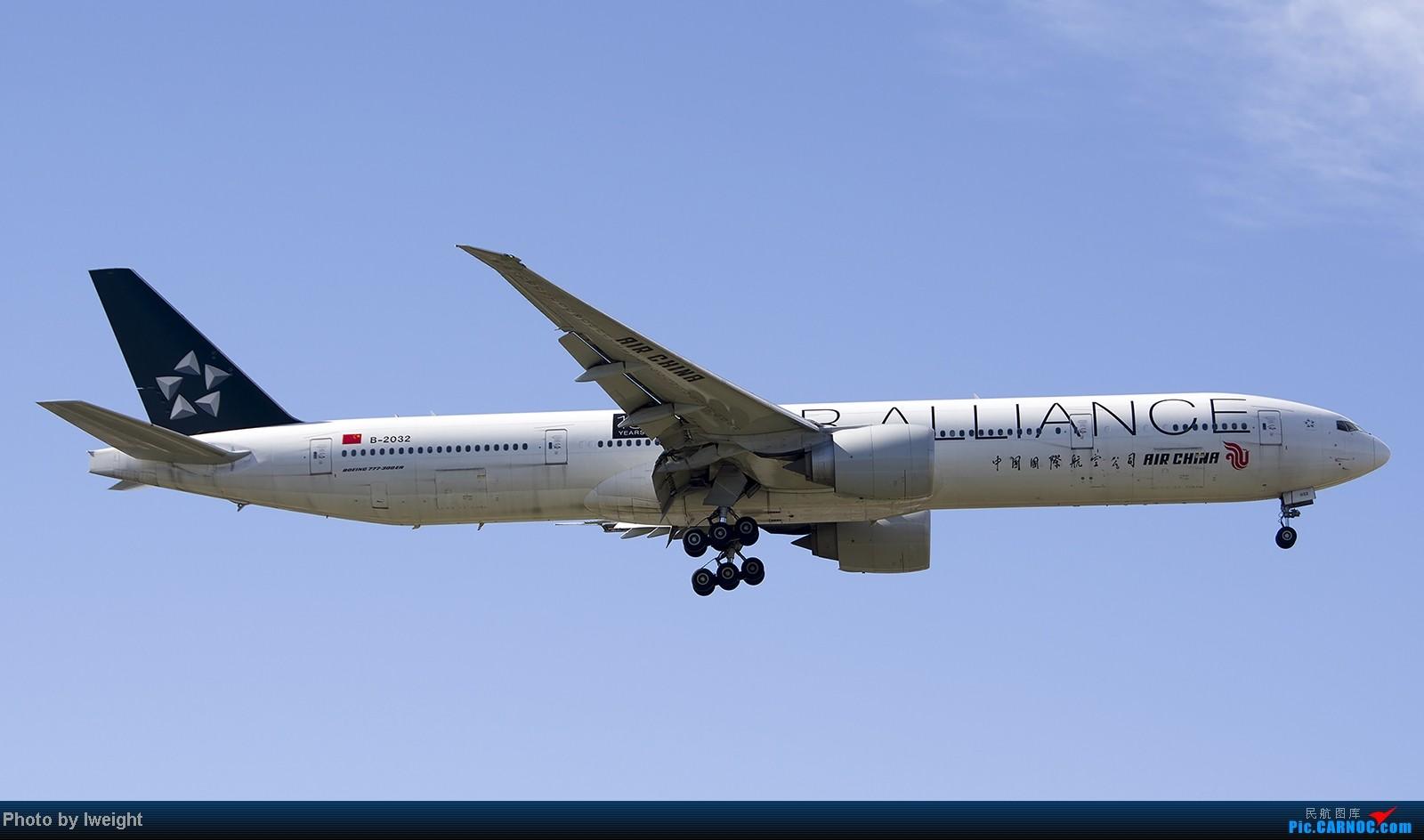 Re:[原创]终于盼来了晴天,PEK拍起【10月26日】 BOEING 777-300ER B-2032 中国北京首都机场